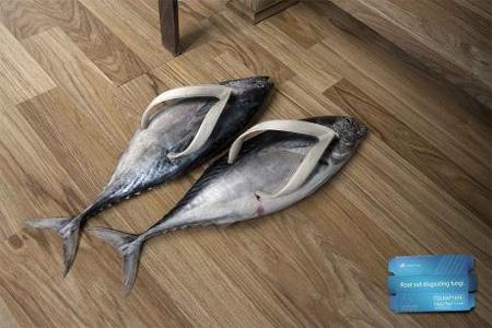 Estes chinelos criativas foram parte de uma campanha publicitária do creme Tolnaftato.