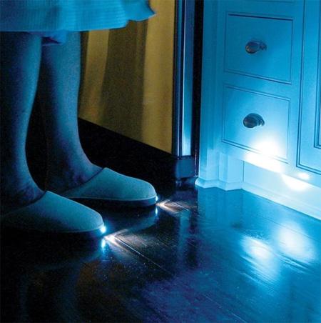 Estes chinelos para noite que você facilmente se mover nas áreas escuras sem acender as luzes